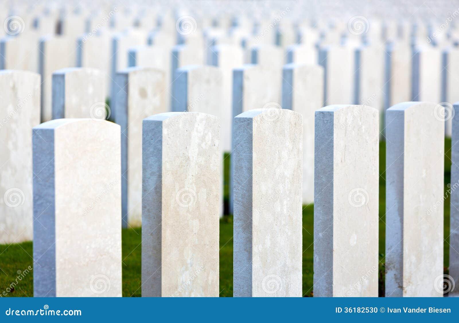 坟墓伟大的战争墓石在富兰德调遣