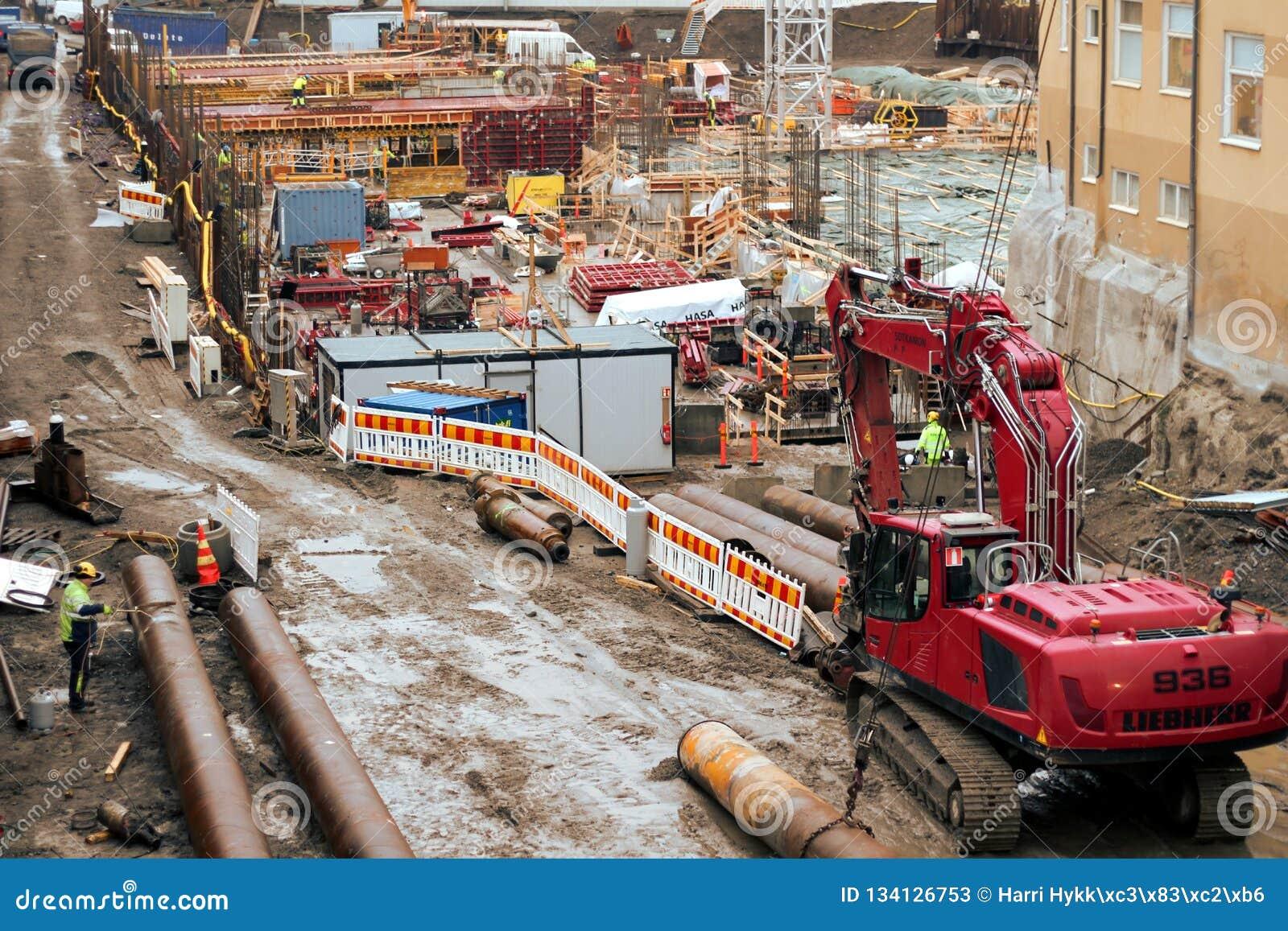 坦佩雷甲板和竞技场项目工地工作