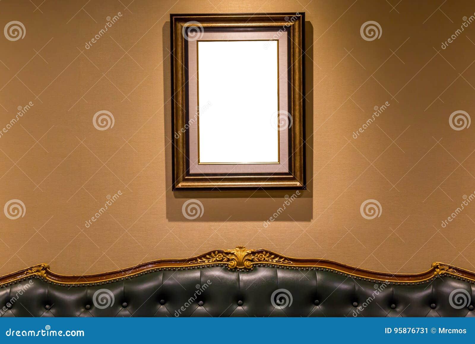 垂悬在沙发上的墙壁, int上的空白的豪华照片框架