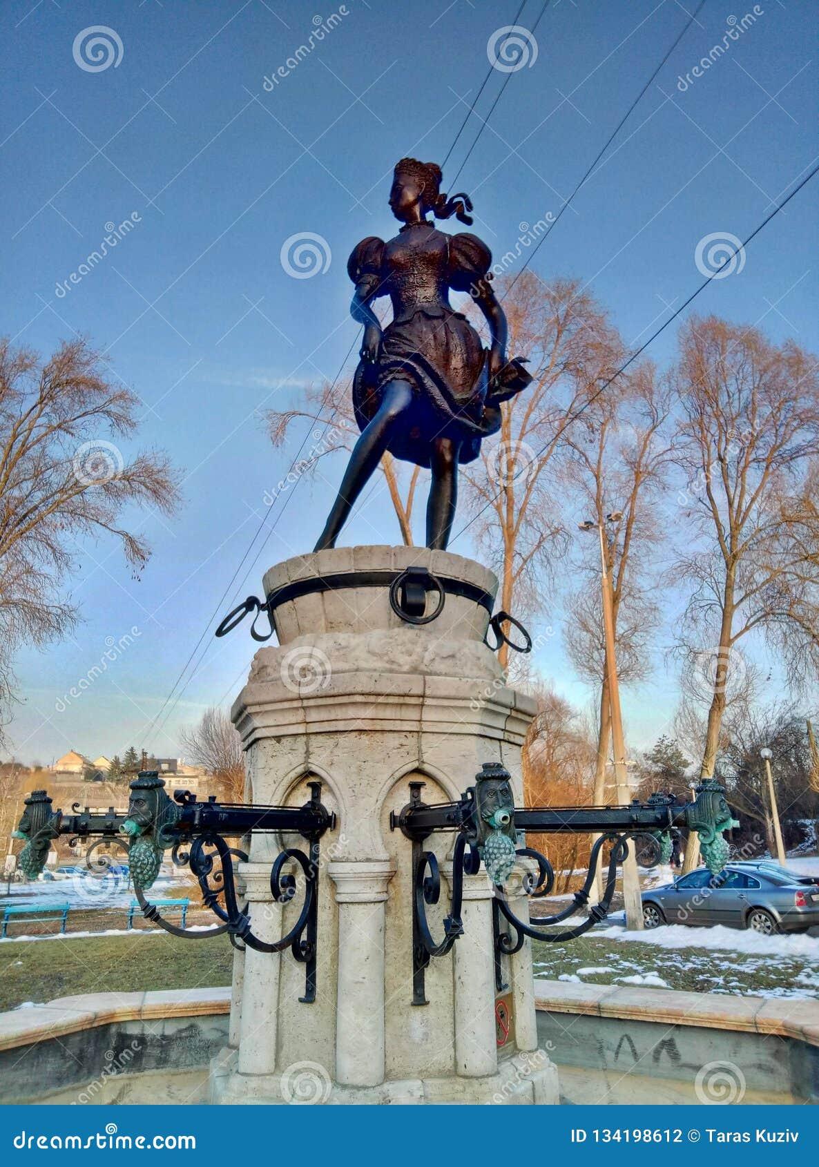 埃格尔/匈牙利- 2017年2月11日:少女的Fountan