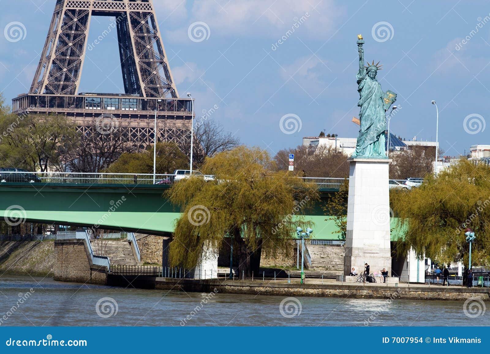 埃菲尔自由巴黎雕象塔