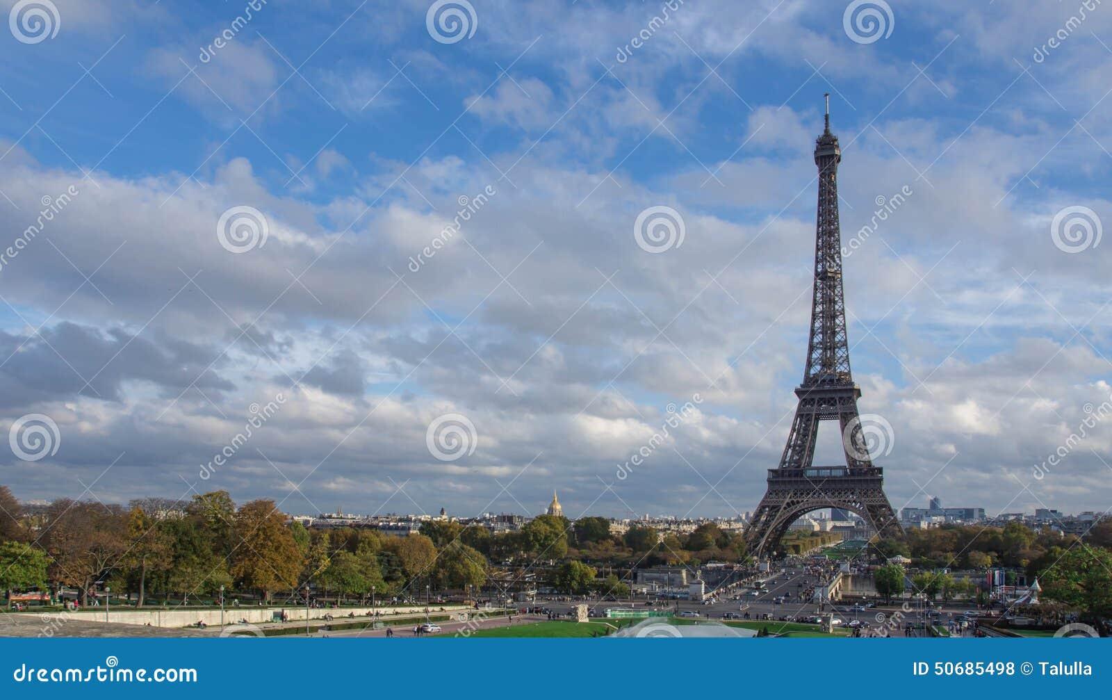 Download 埃菲尔・法国巴黎塔视图 库存照片. 图片 包括有 阳光, 全景, 知道, 蓝色, 游人, 旅游业, 城市 - 50685498