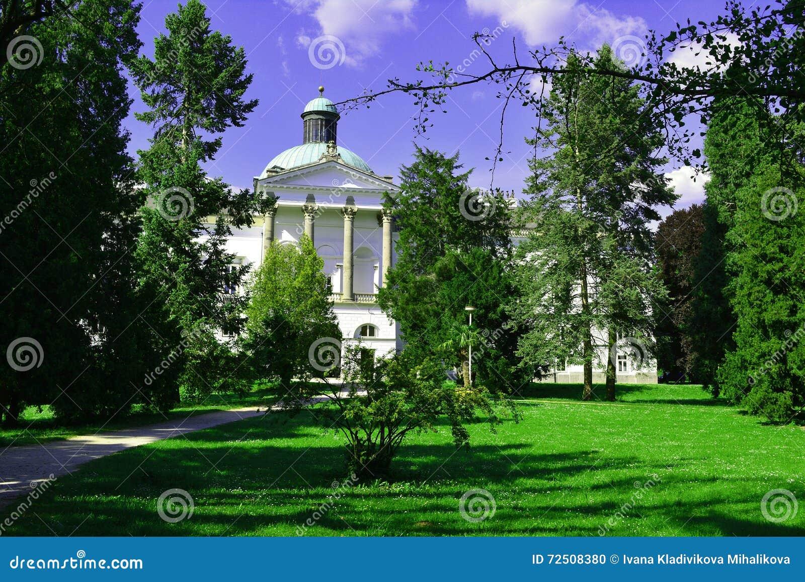 城堡在Topolcianky,斯洛伐克