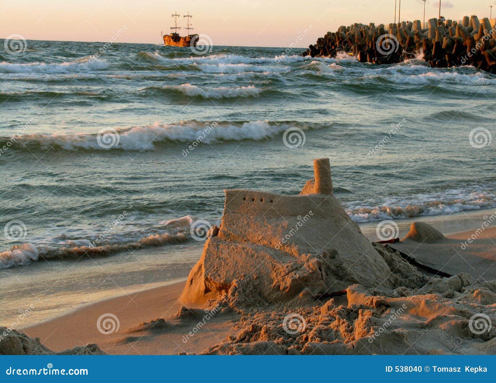Download 城堡沙子 库存照片. 图片 包括有 海盗, 城堡, 火箭筒, 海边, 通知, 沙子, 海运 - 538040