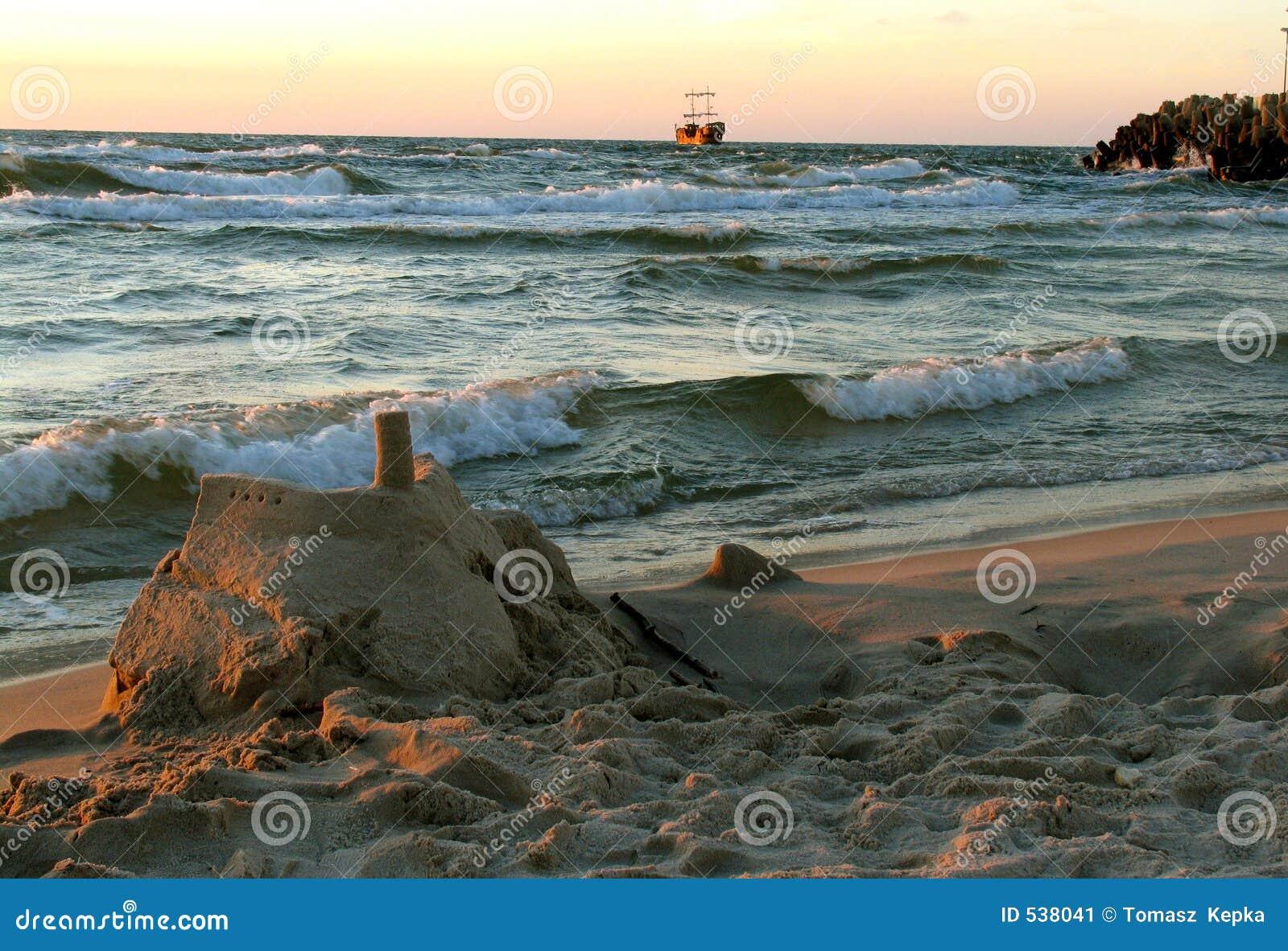 Download 城堡沙子 库存图片. 图片 包括有 海边, 海运, 沙子, 城堡, 火箭筒, 海盗, 通知 - 538041