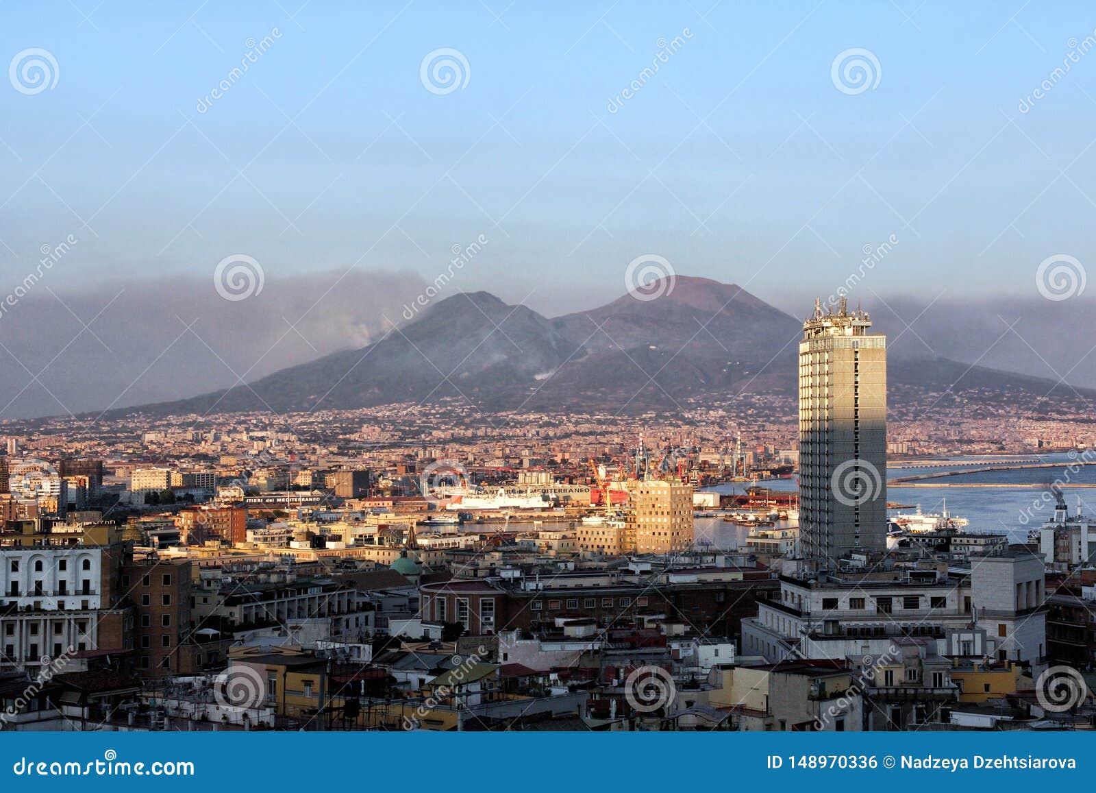 城市和火山维苏威的看法