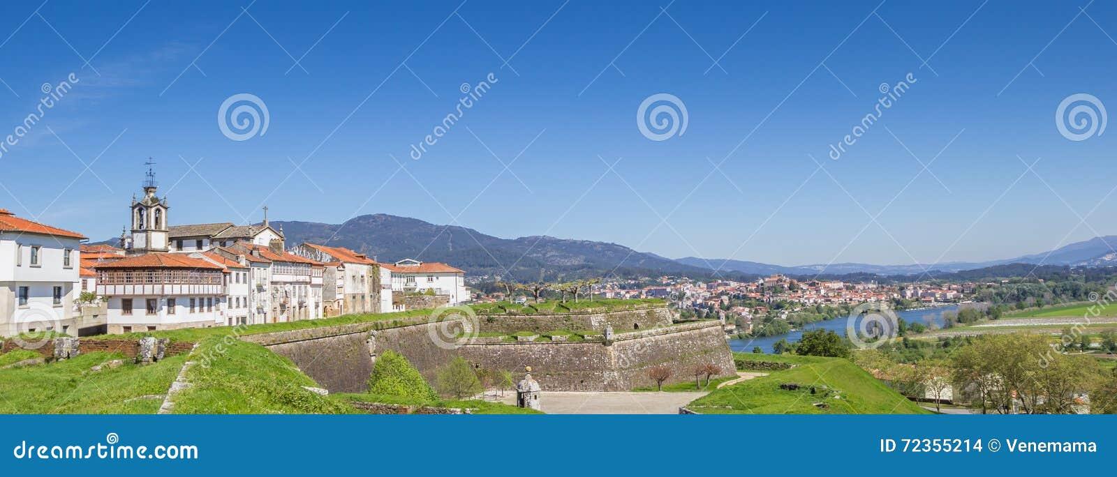 城市墙壁的全景和房子在瓦伦西亚做米尼奥省