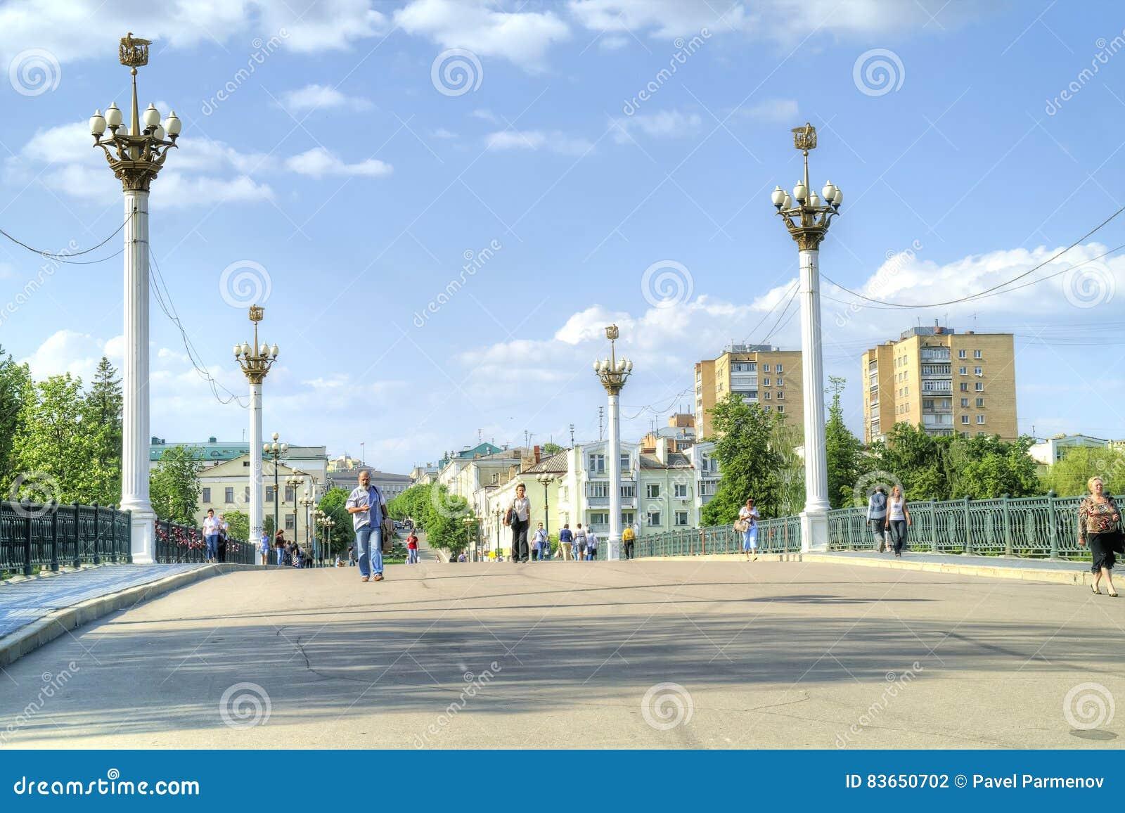 城市奥廖尔州 河上的桥Orlik