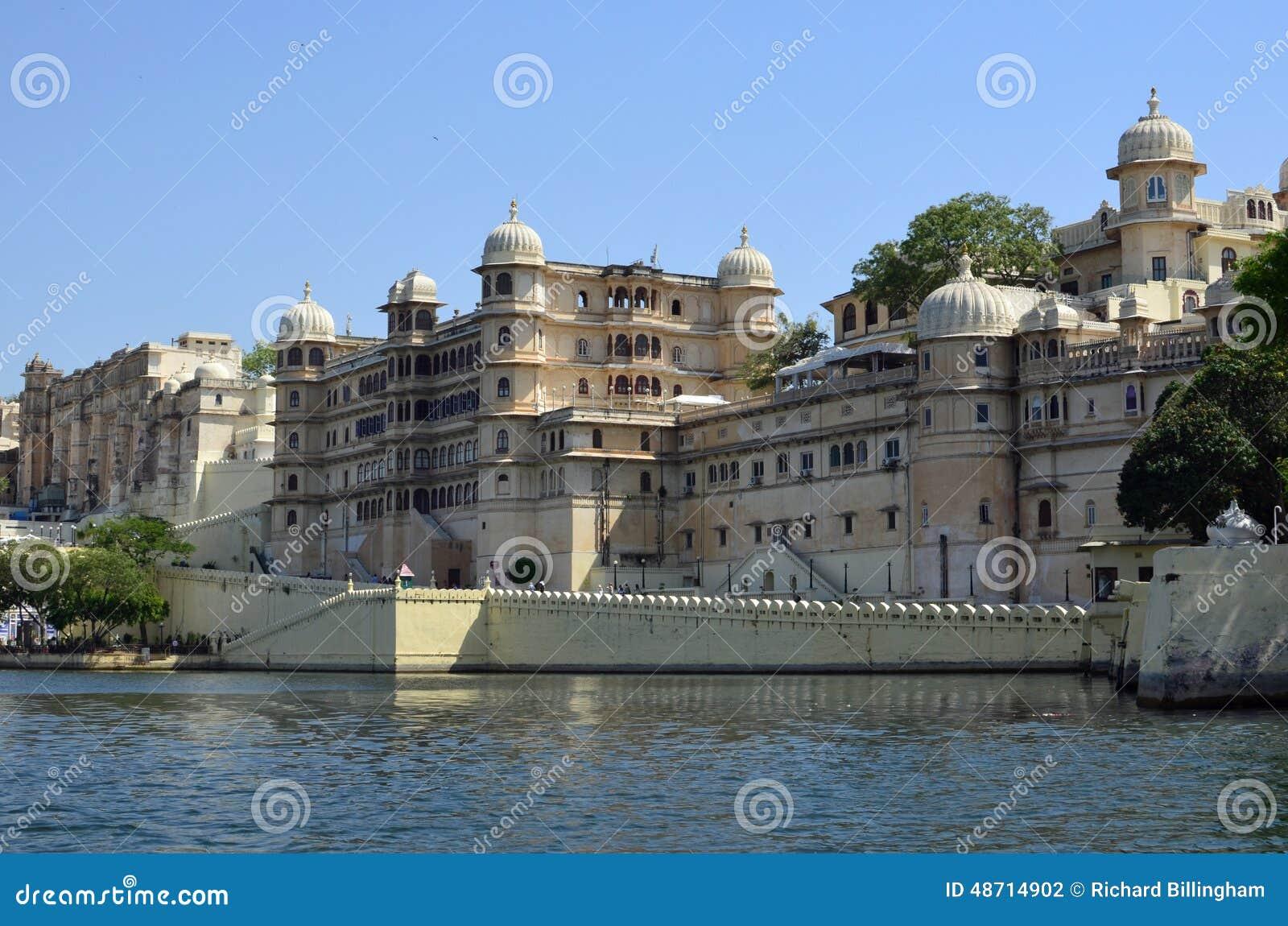 城市宫殿、乌代浦和湖Pichola,拉贾斯坦,印度