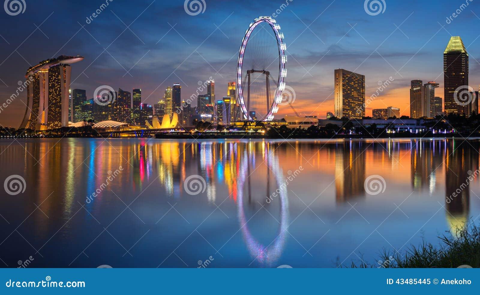 新加坡市风景有太阳集合的.