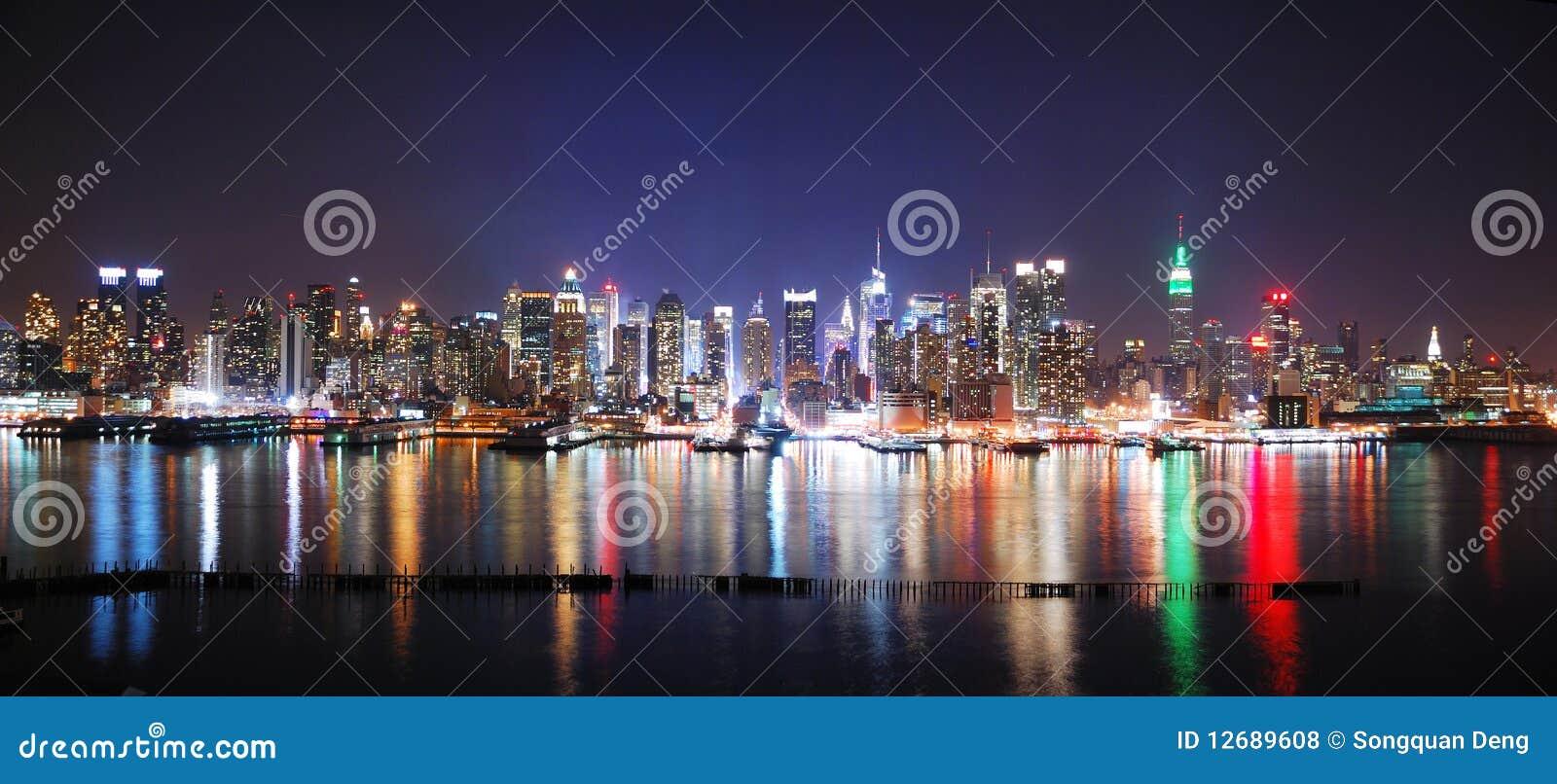 城市新的晚上全景约克