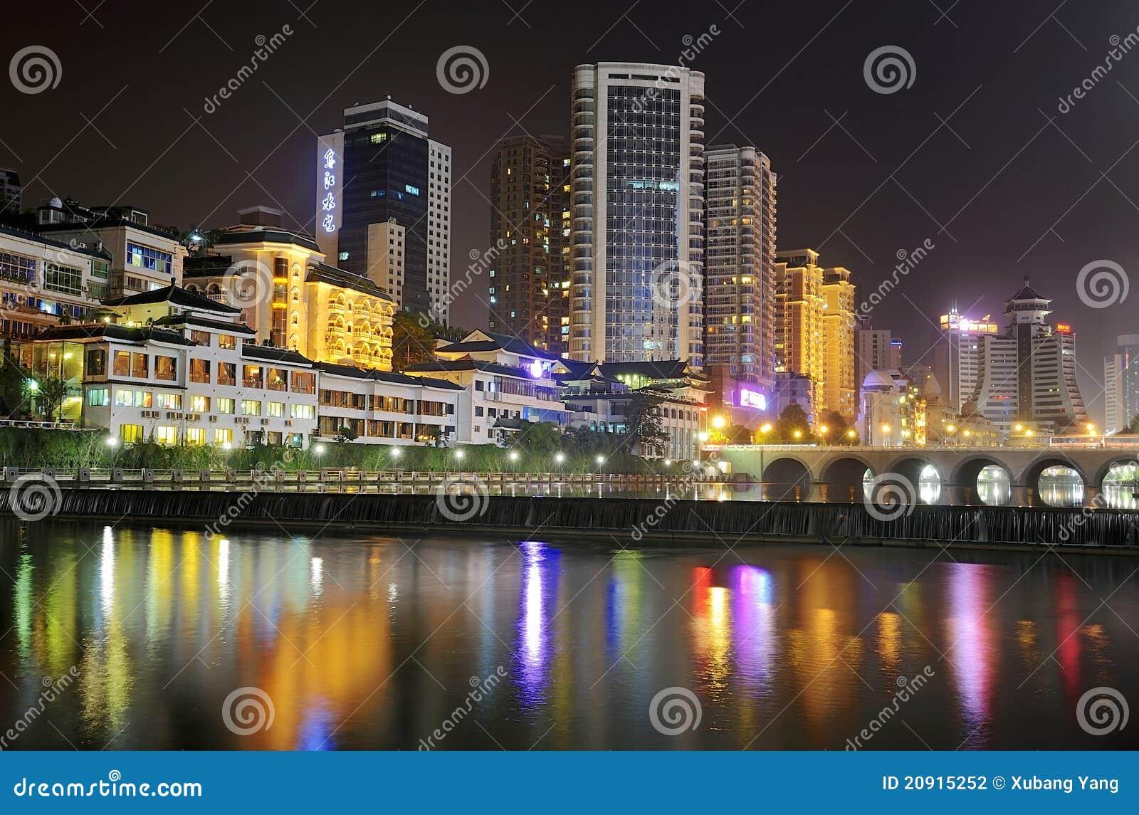城市晚上场面