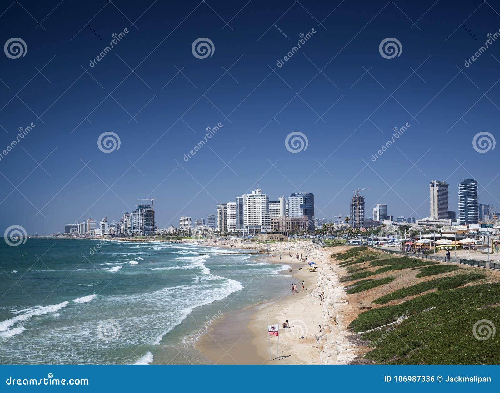 城市海滩和特拉唯夫以色列地平线视图