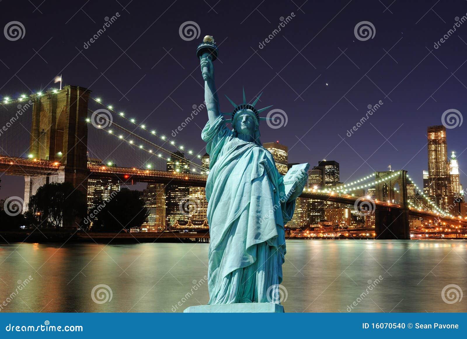 城市自由新的地平线雕象约克