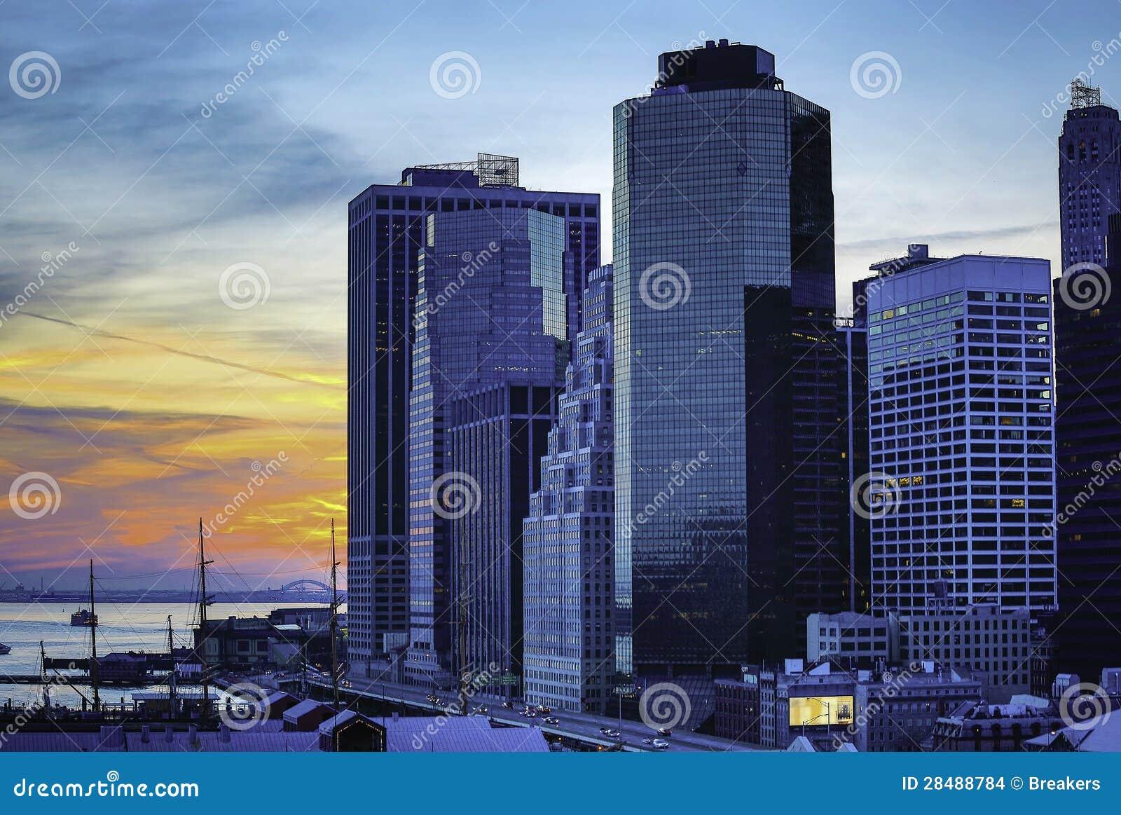 城市街道和现代企业大厦
