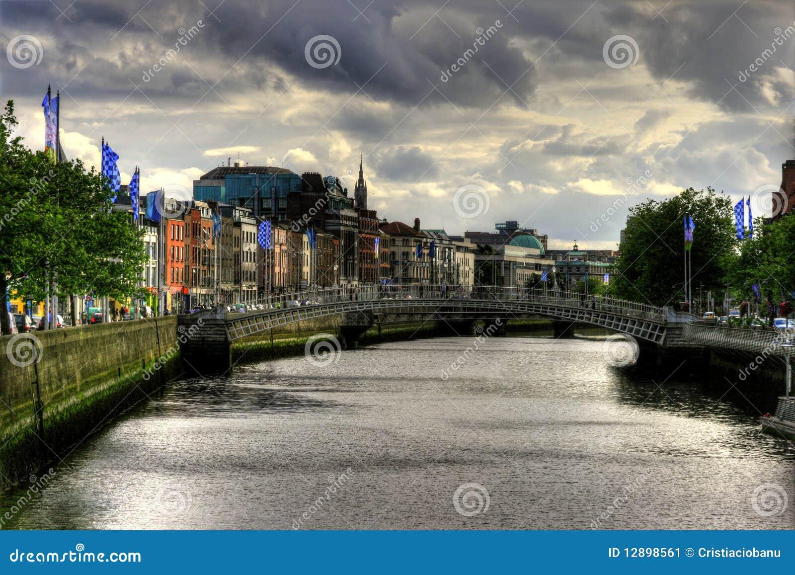 城市都伯林爱尔兰liffey河