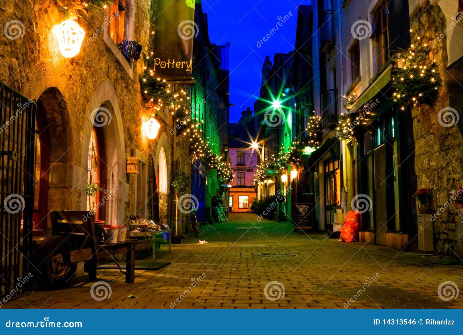 城市高尔韦晚上老街道