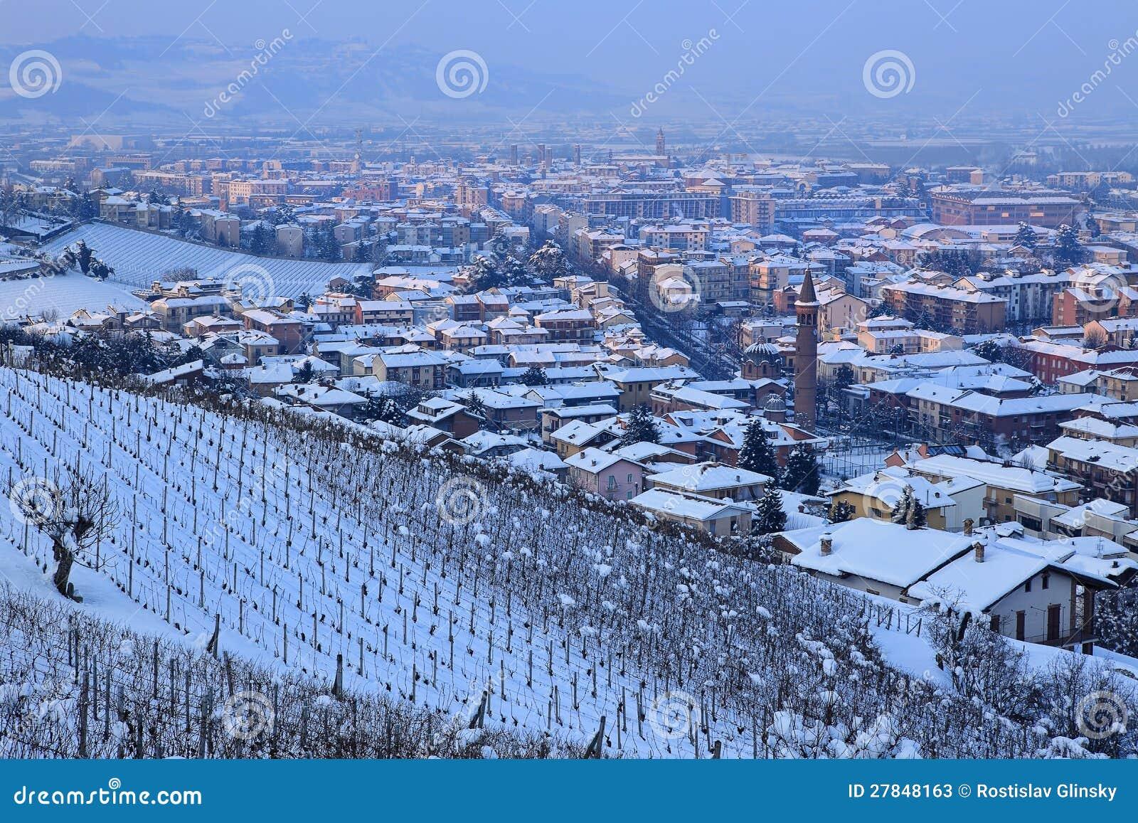 晨曲楼盘在夜间.山麓,意大利.价格最新别墅城镇抚州2018图片