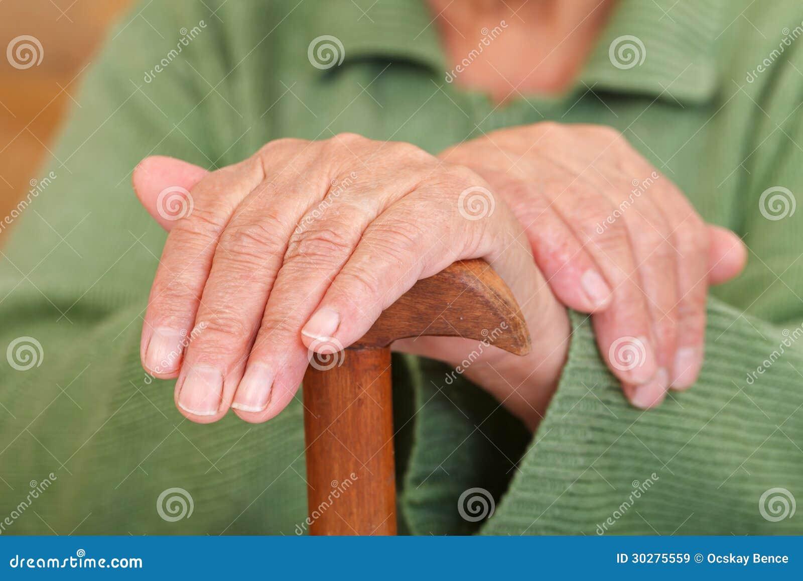 老妇人的手