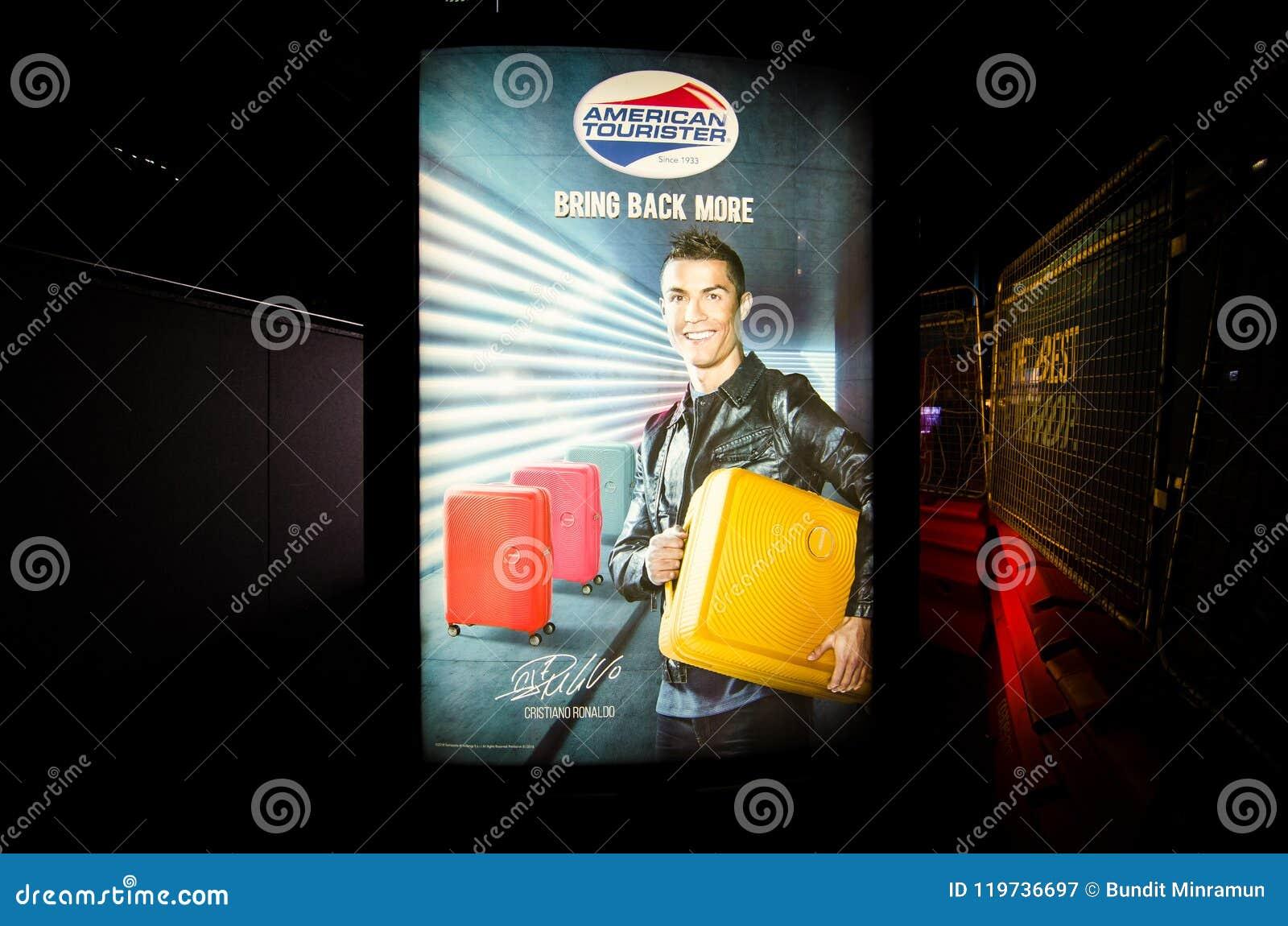`基斯坦奴・朗拿度`的海报图象是美国人行李Tourister品牌的品牌赠送者