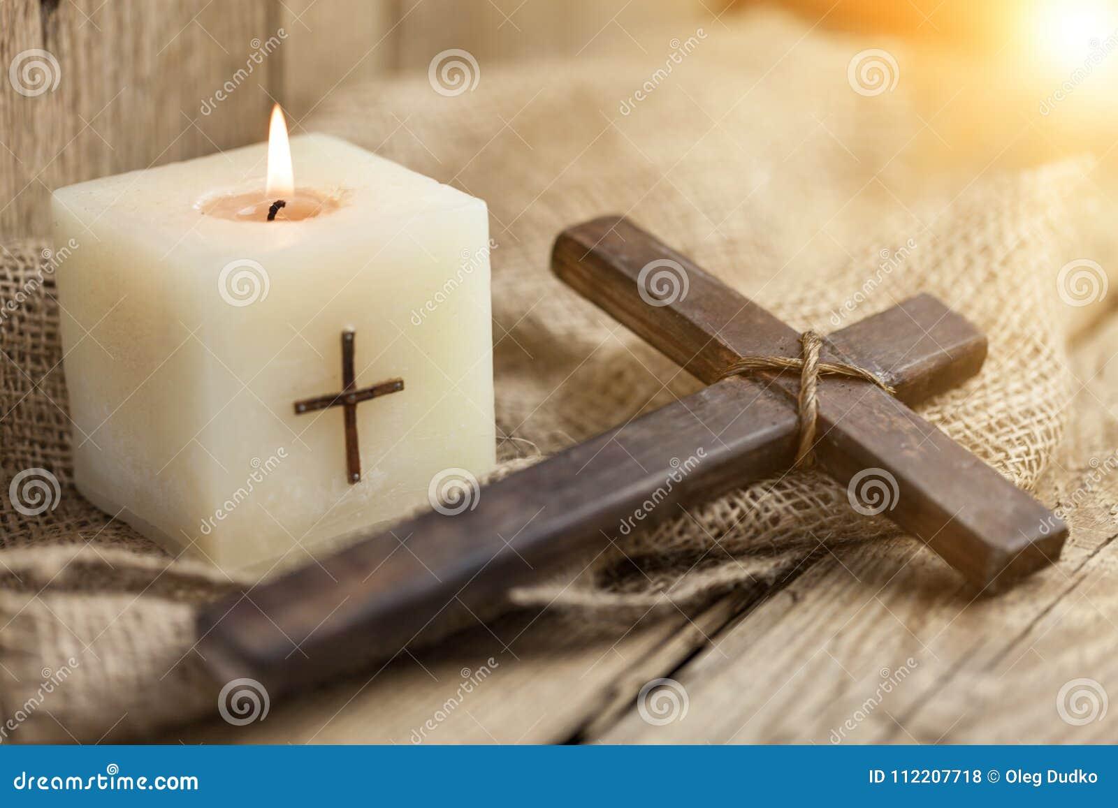 基督徒十字架和蜡烛