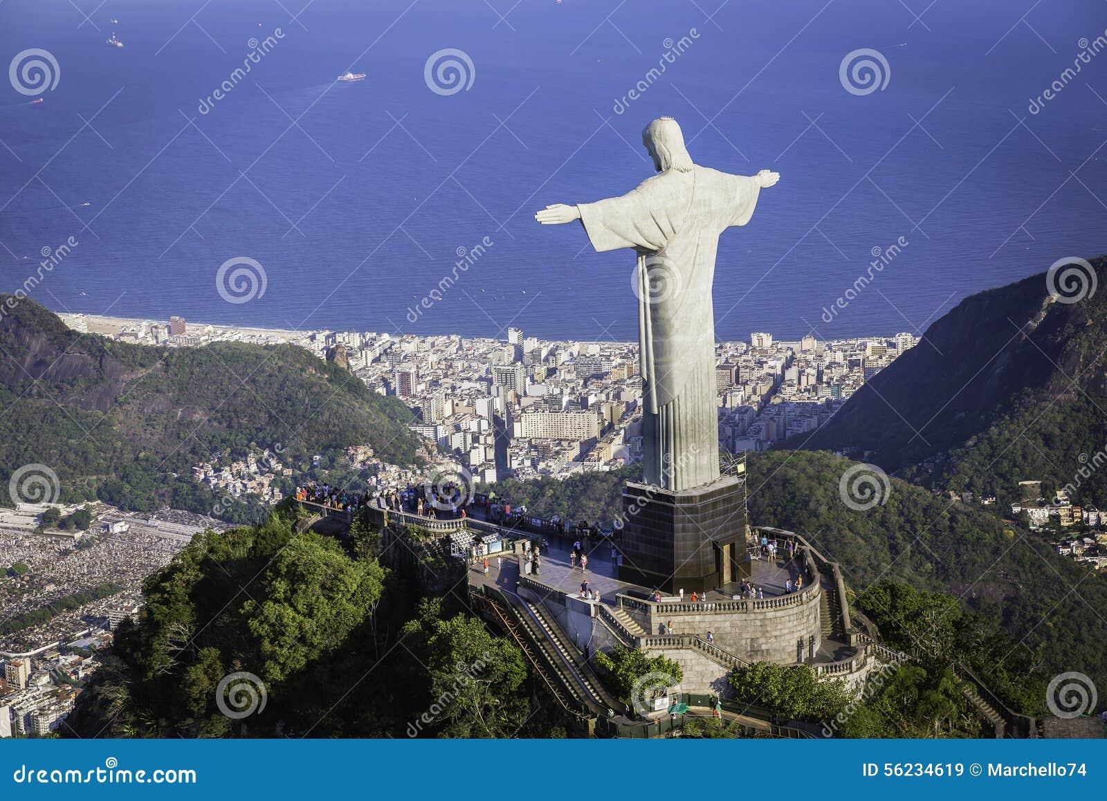 基督鸟瞰图和博塔福戈从大角度咆哮在里约热内卢