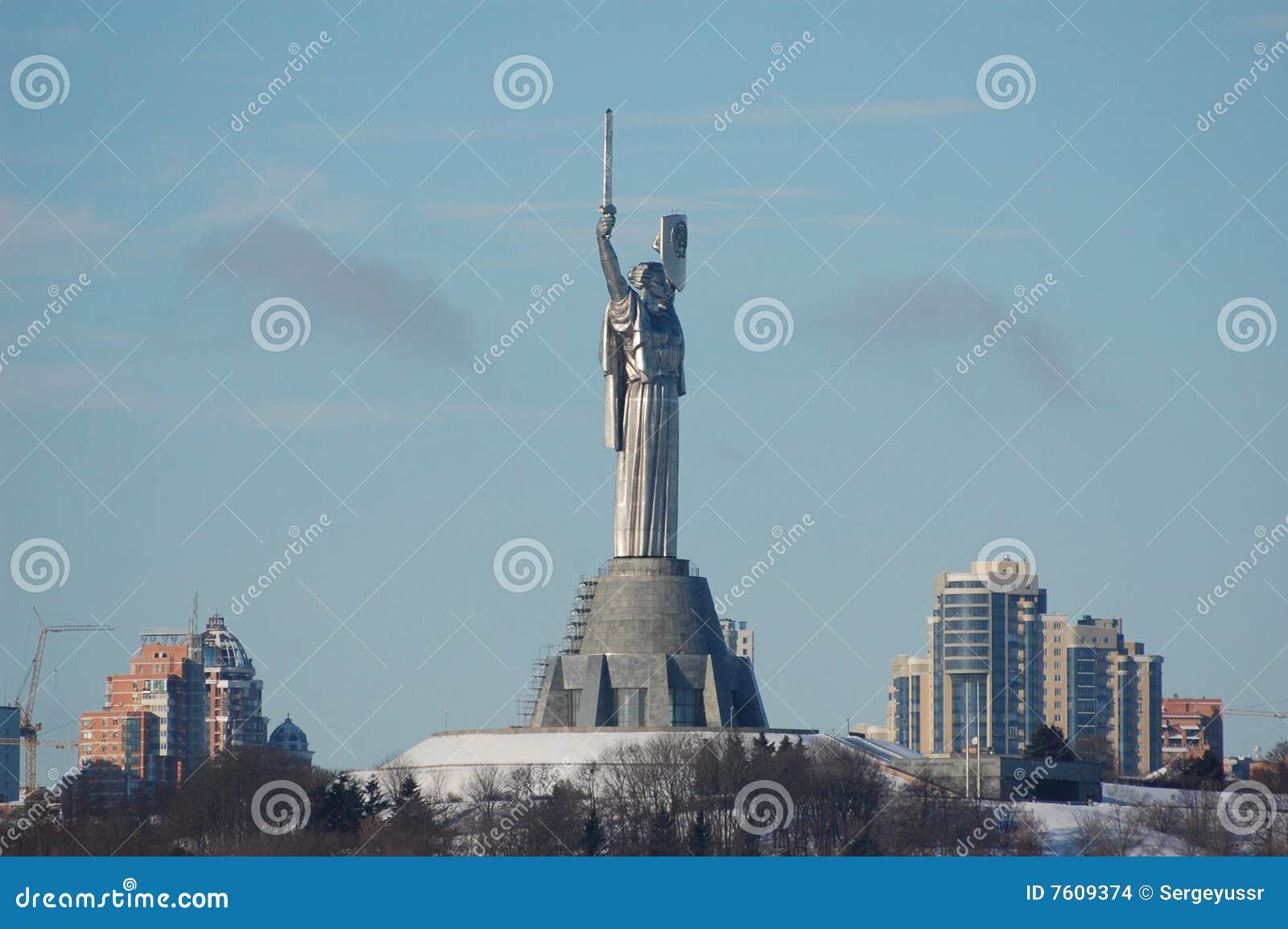 基辅祖国雕象