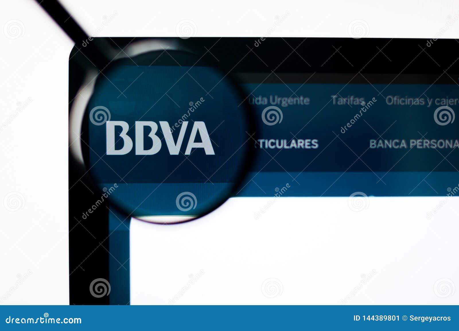 基辅,乌克兰- 2019年4月6日:在网站主页的西班牙外换银行BBVA商标