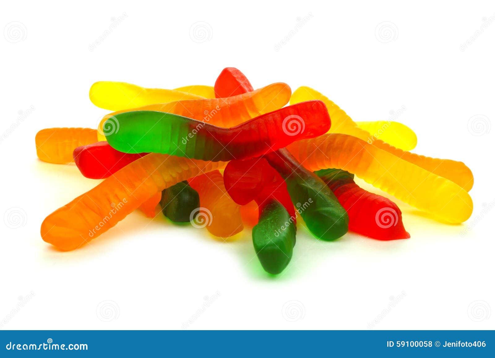 堆在白色的糖果胶粘的蠕虫