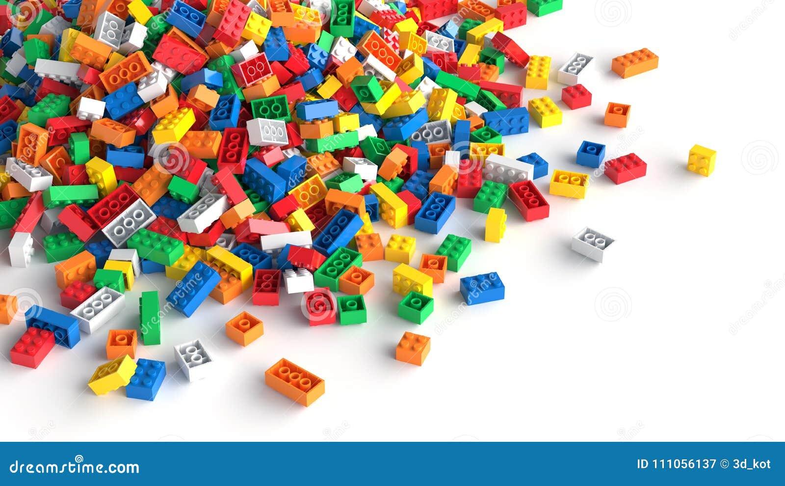 堆在白色背景的色的玩具砖