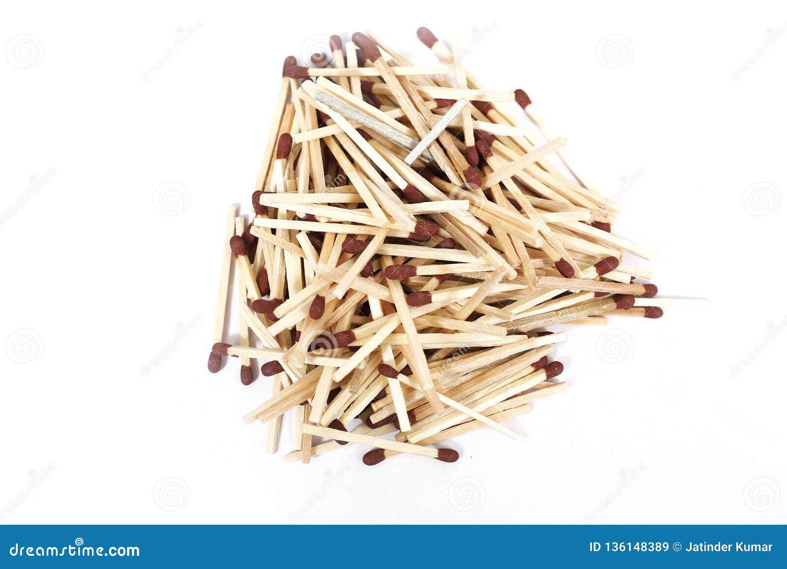 堆棕色木火柴梗