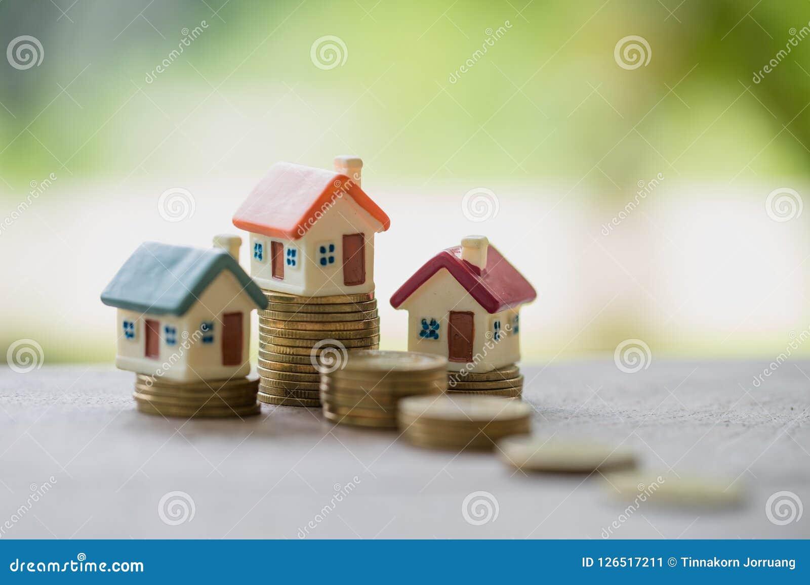 堆的硬币,不动产投资微型房子,存金钱