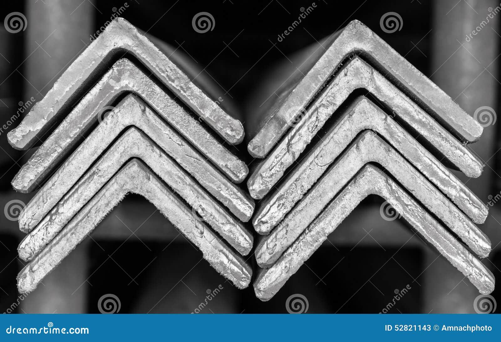 堆积钢角材