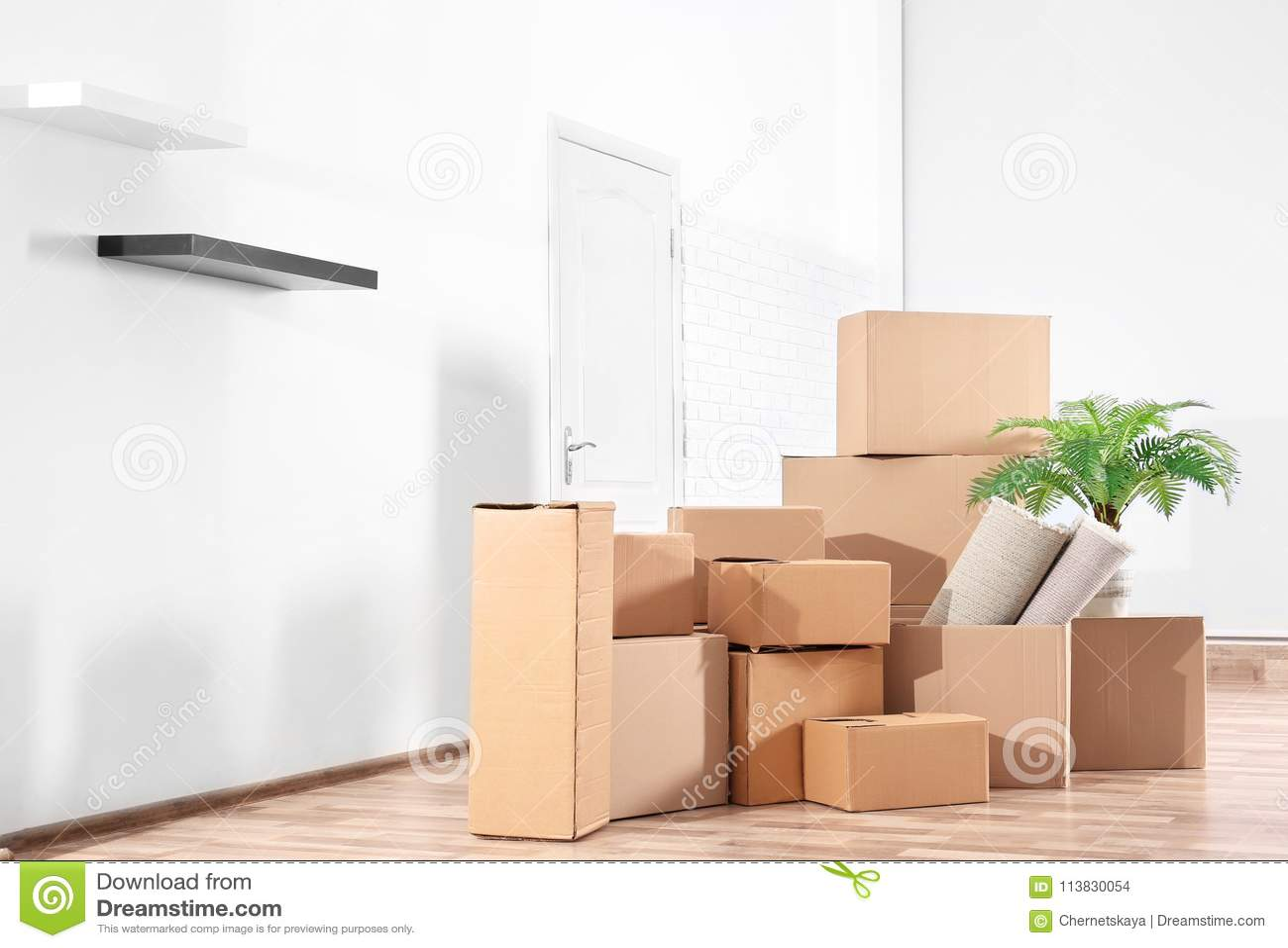 堆移动的箱子