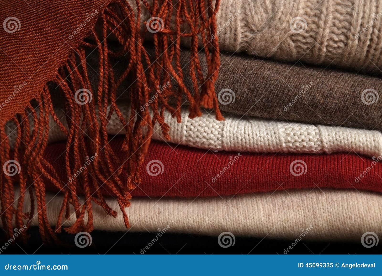 堆羊毛毛线衣和围巾