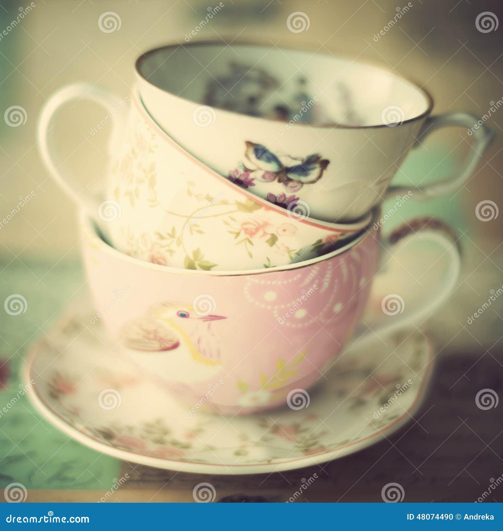 堆葡萄酒茶杯