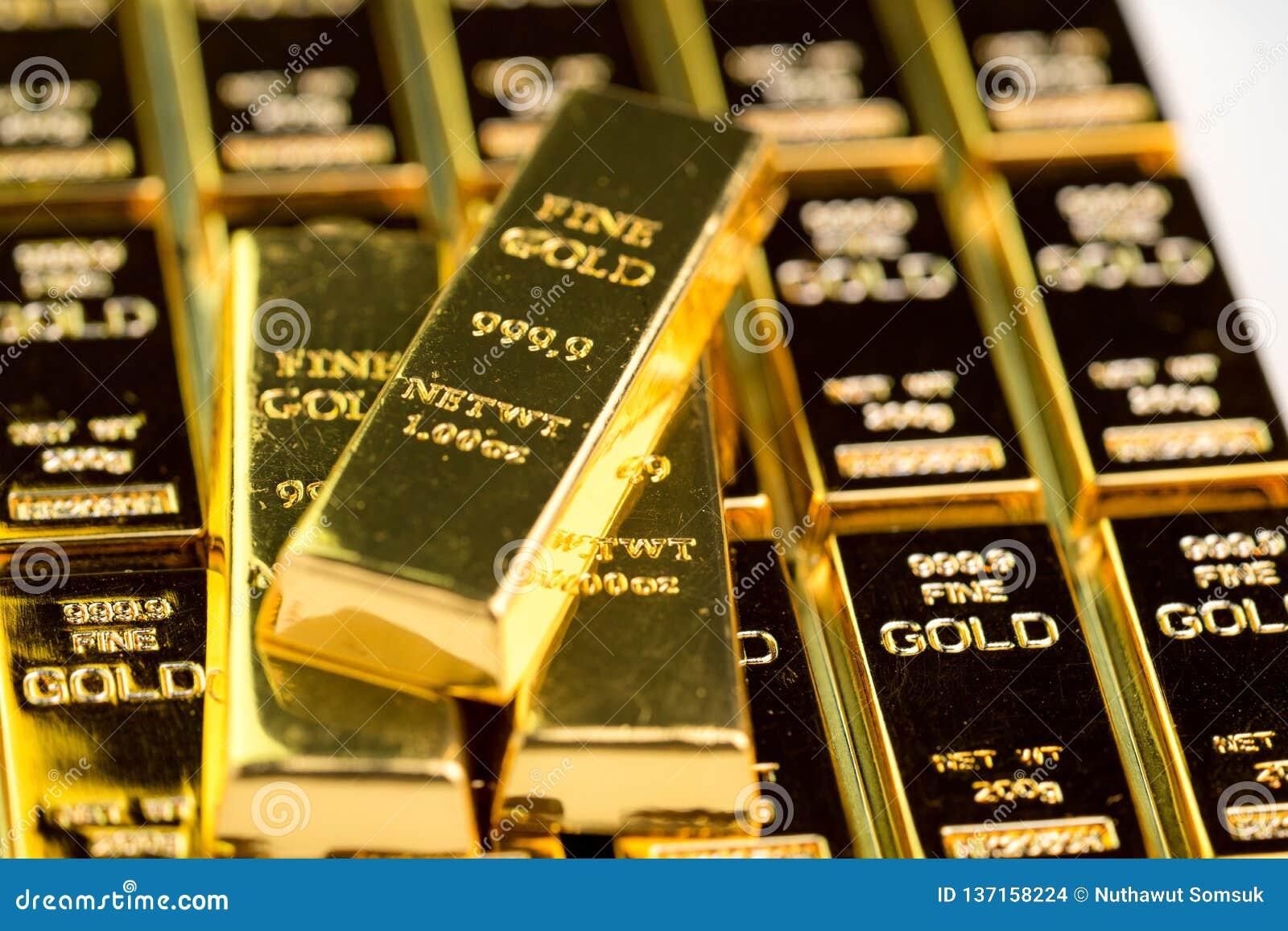 堆金制马上的齿龈金块锭,危机避难所的投资国家经济的财产投资的或储备