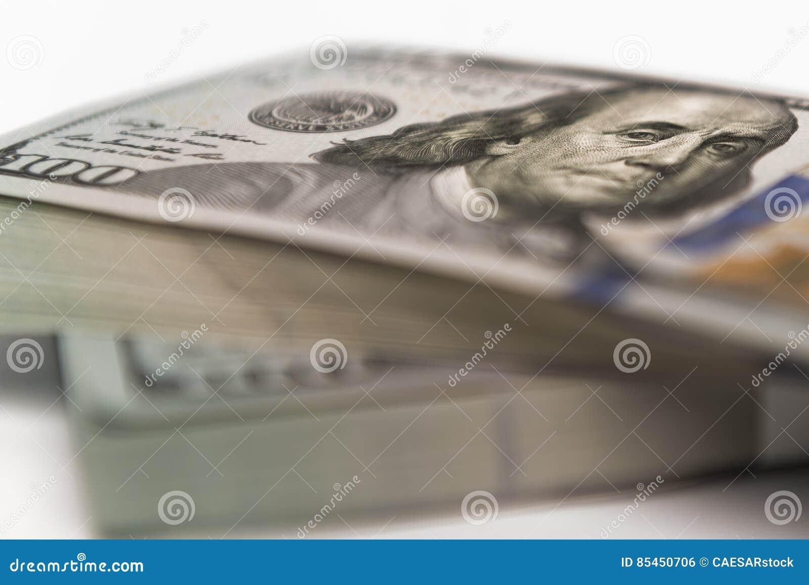 堆金钱以美元兑现钞票