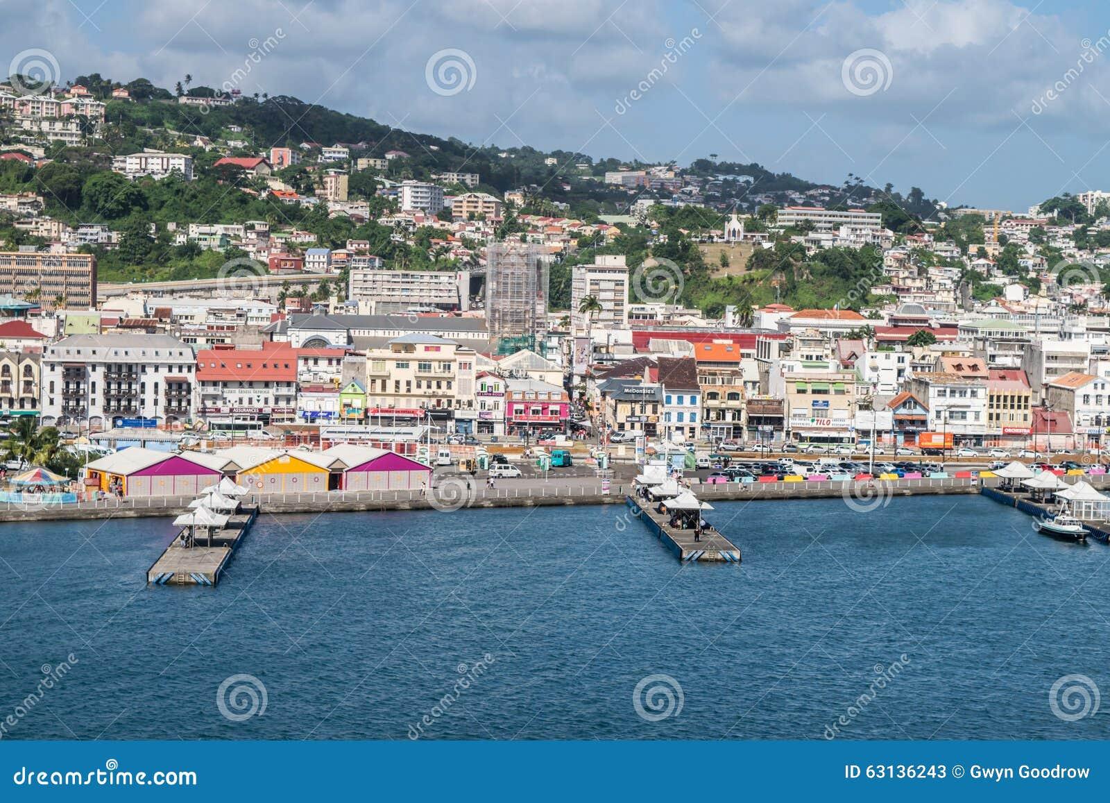 堡垒de法国马提尼克岛码头和市视图