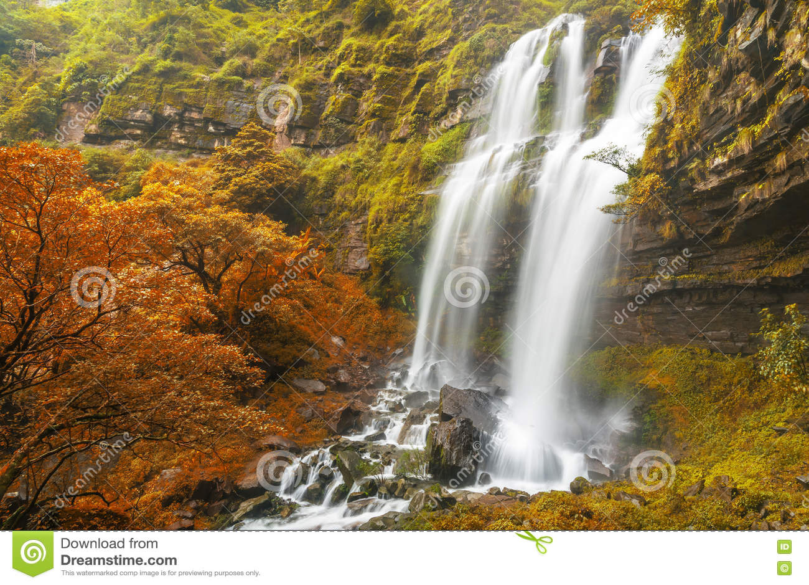 塔德TaKet瀑布, A大瀑布在Bolaven高原的秋天,禁令Nung肺,巴色,老挝深森林里