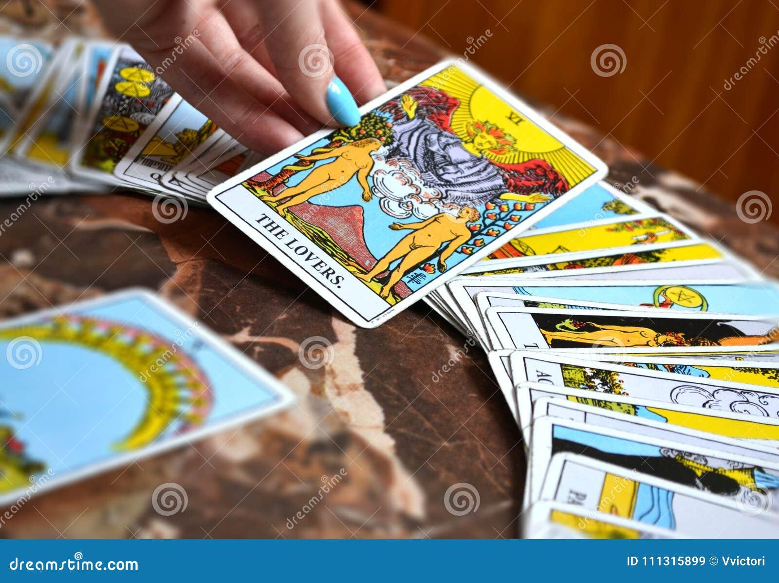 塔罗牌读书拟订恋人占卜用的纸牌