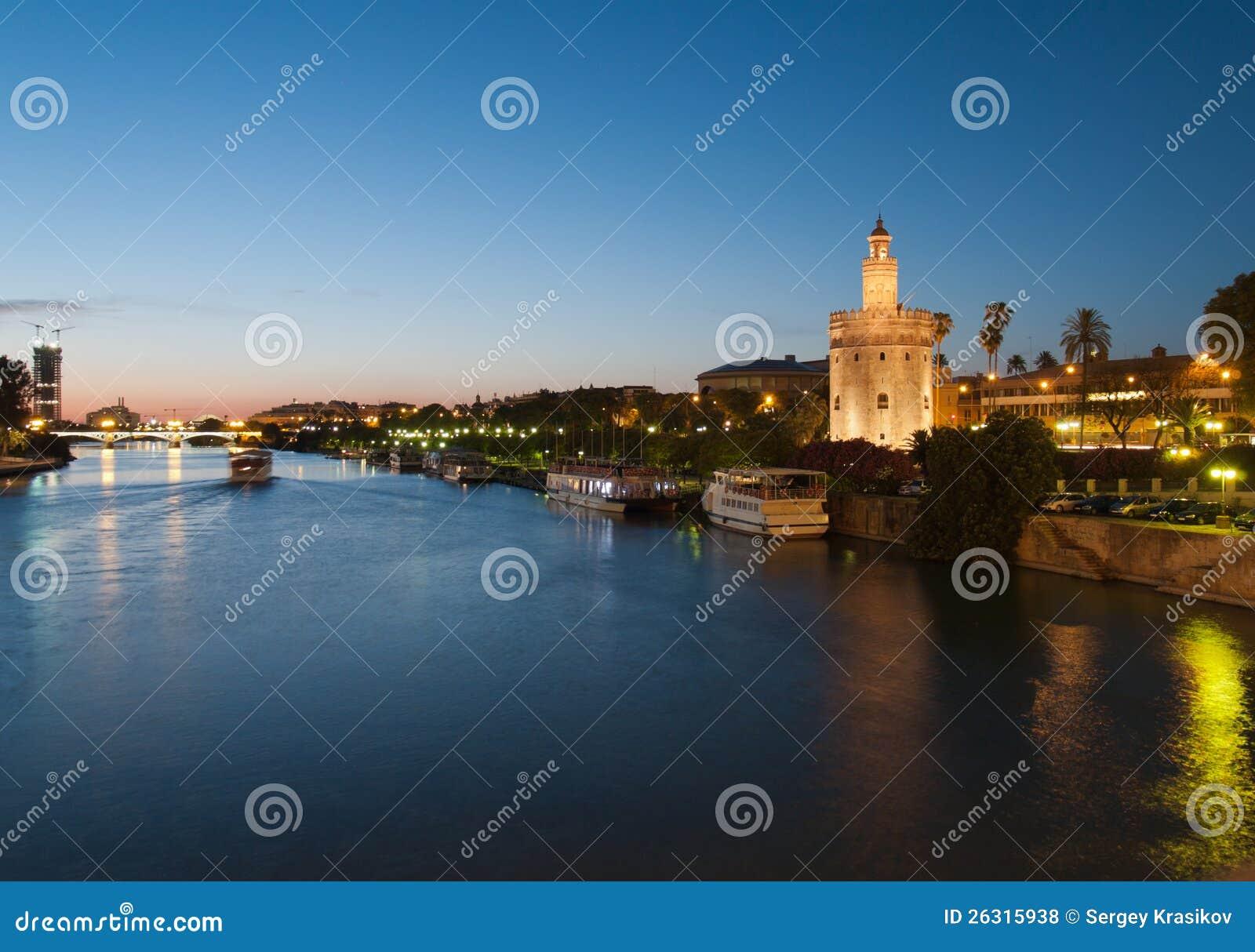 塞维利亚和金黄塔的河Guadalquivir