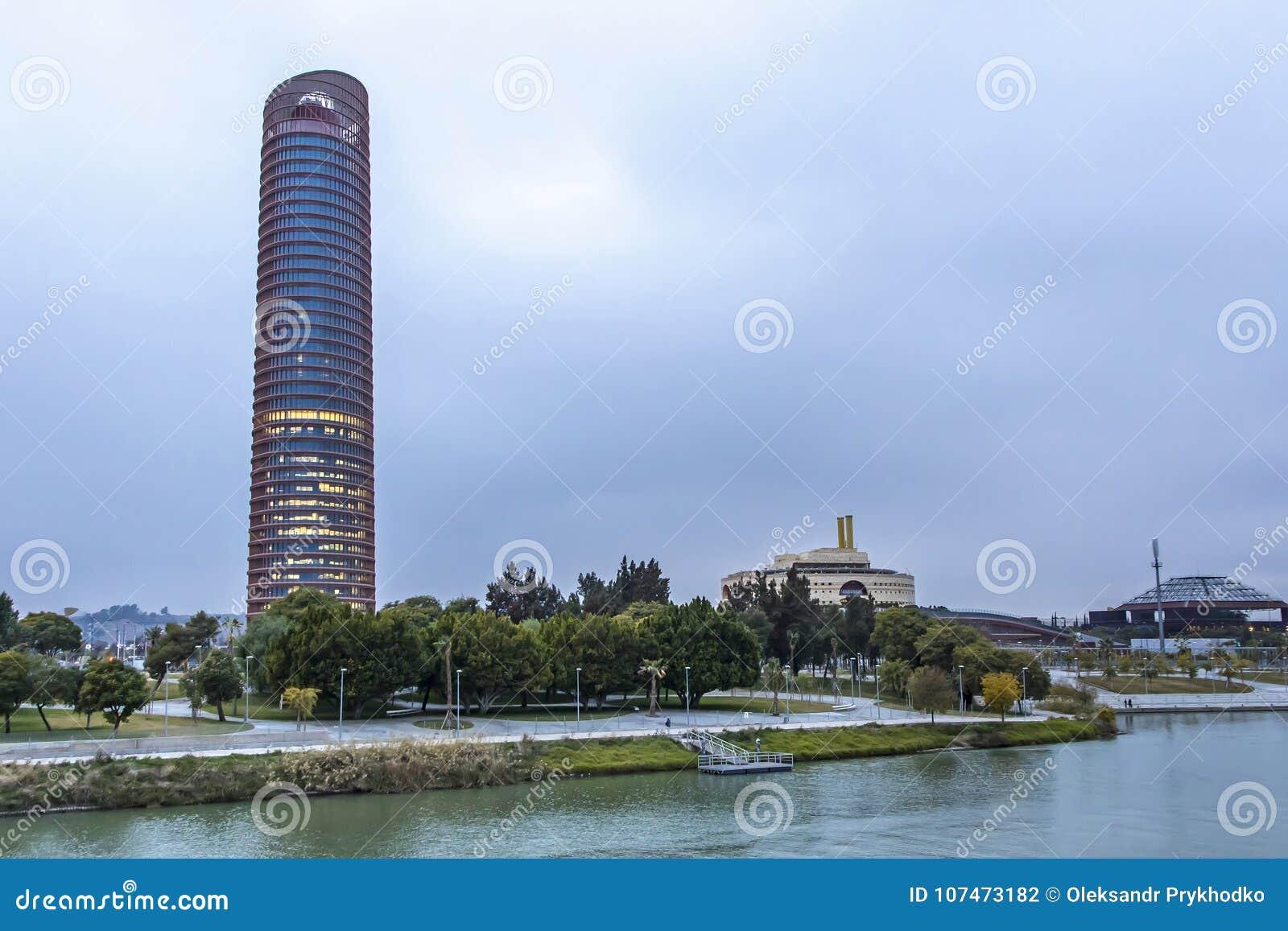 塞维利亚塔,办公室摩天大楼在塞维利亚市,西班牙
