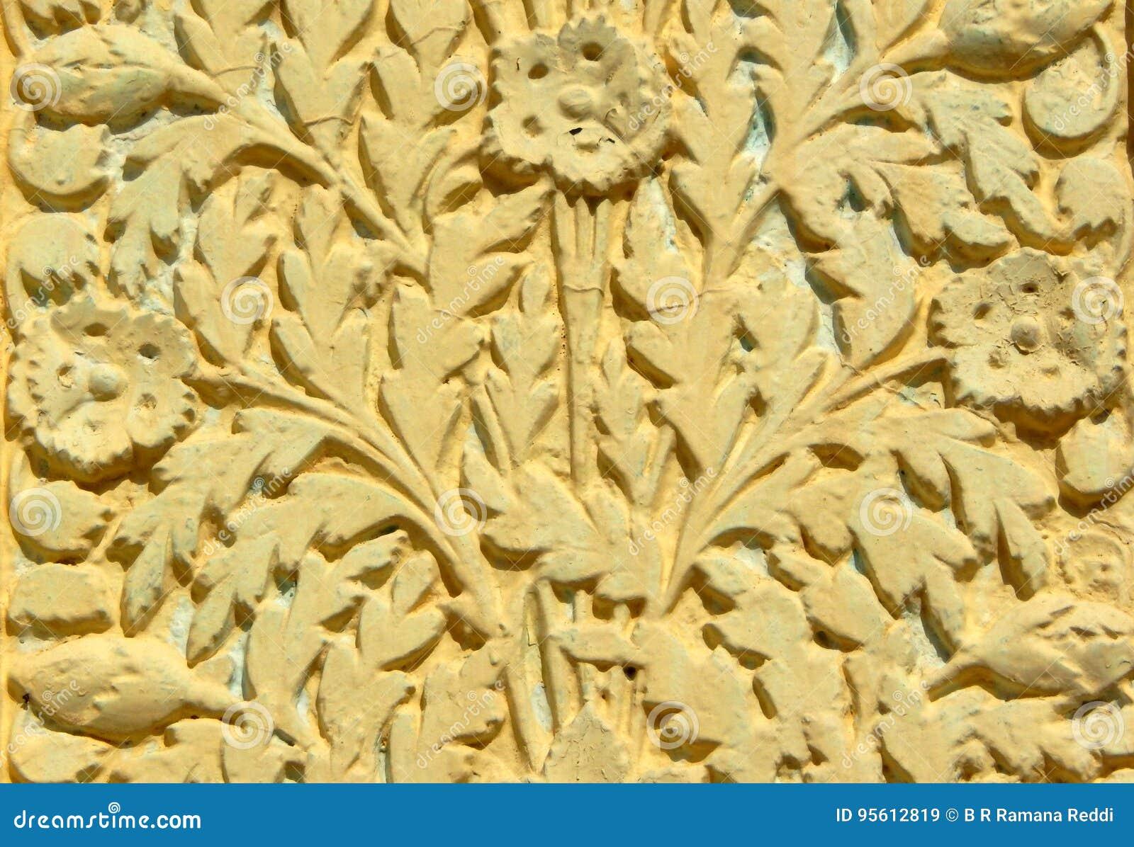 墙壁艺术花卉设计灰泥工作在200年寺庙外部的
