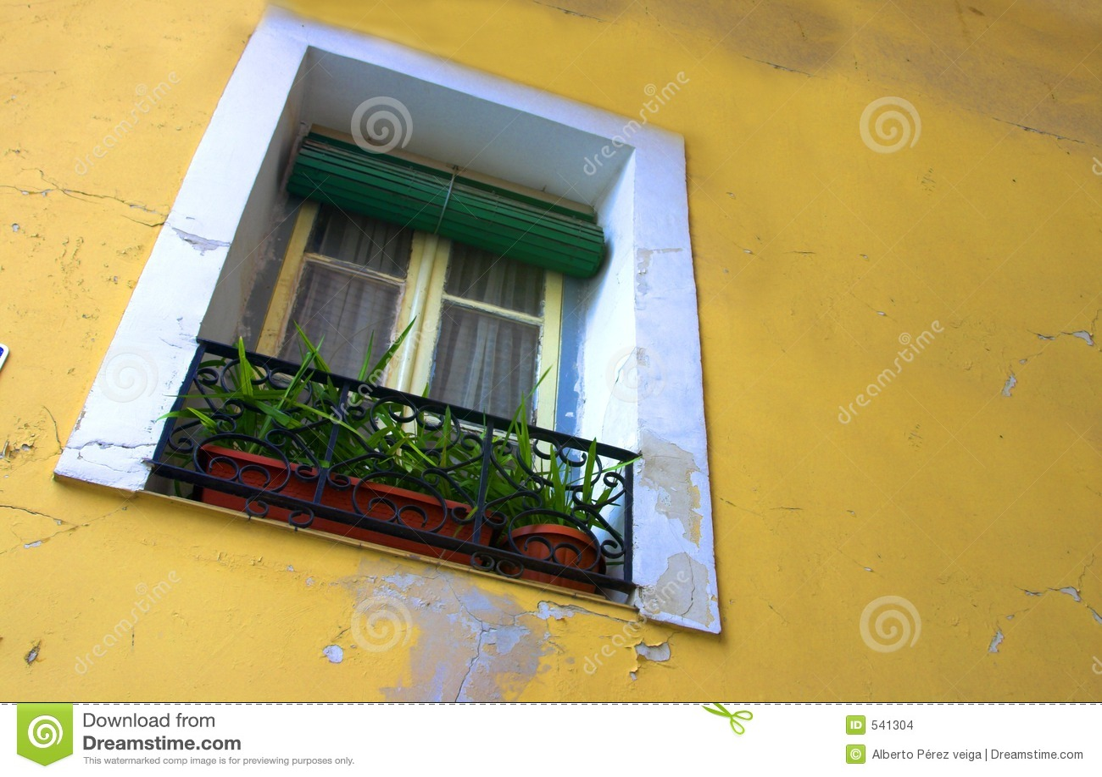 Download 墙壁视窗 库存照片. 图片 包括有 明信片, 旅途, 生长, 大竺葵, 砂岩, 法国, 膏药, 南部, 日历 - 541304