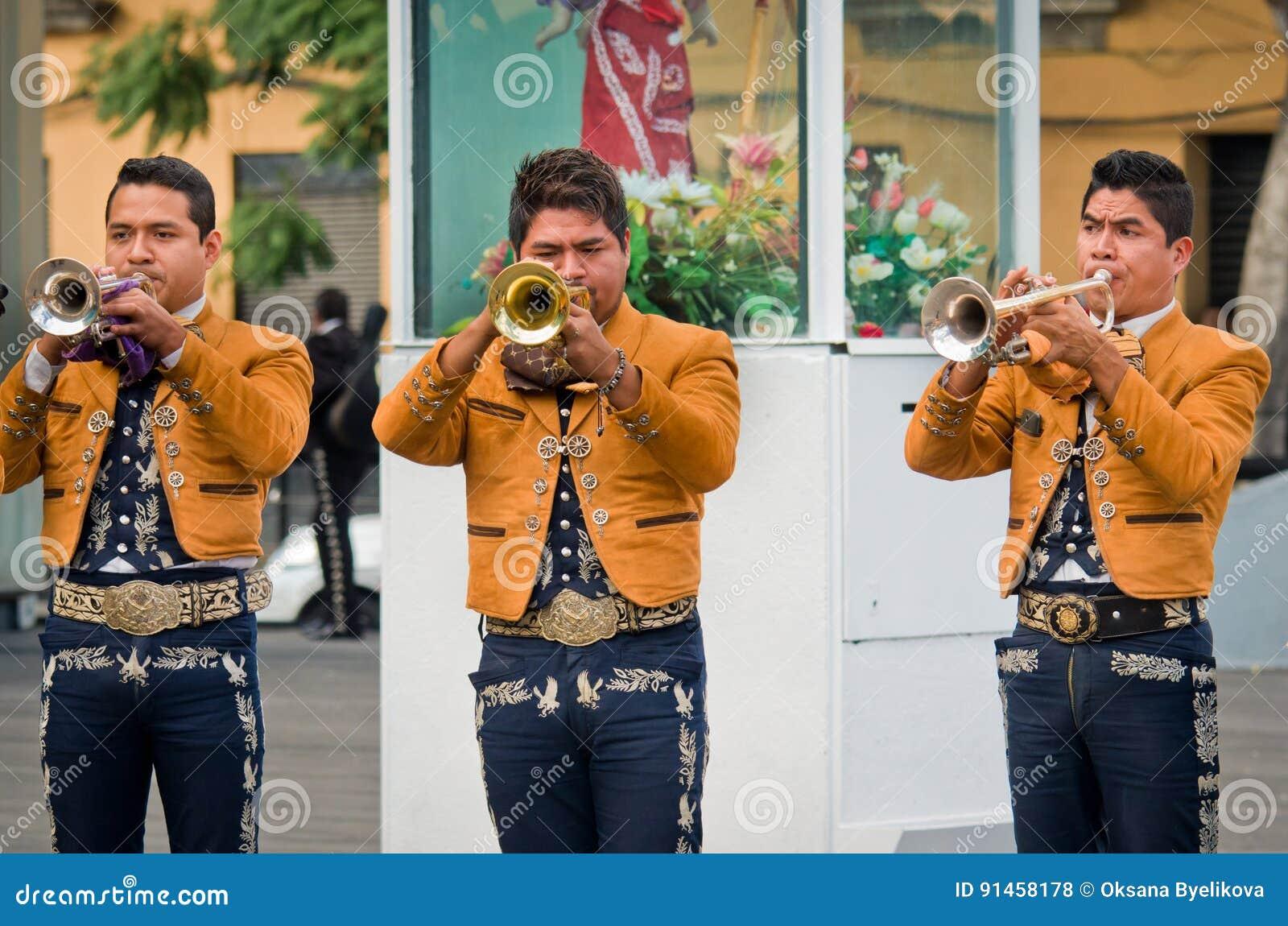 墨西哥流浪乐队结合戏剧墨西哥人音乐