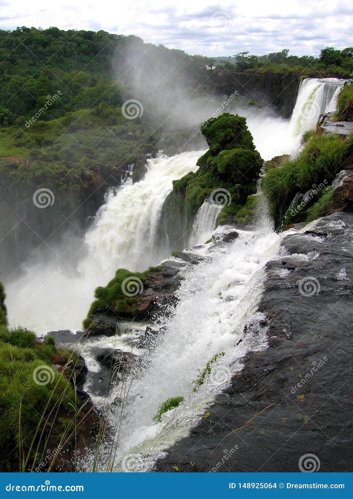 壮观的伊瓜苏瀑布,一世界七大奇迹
