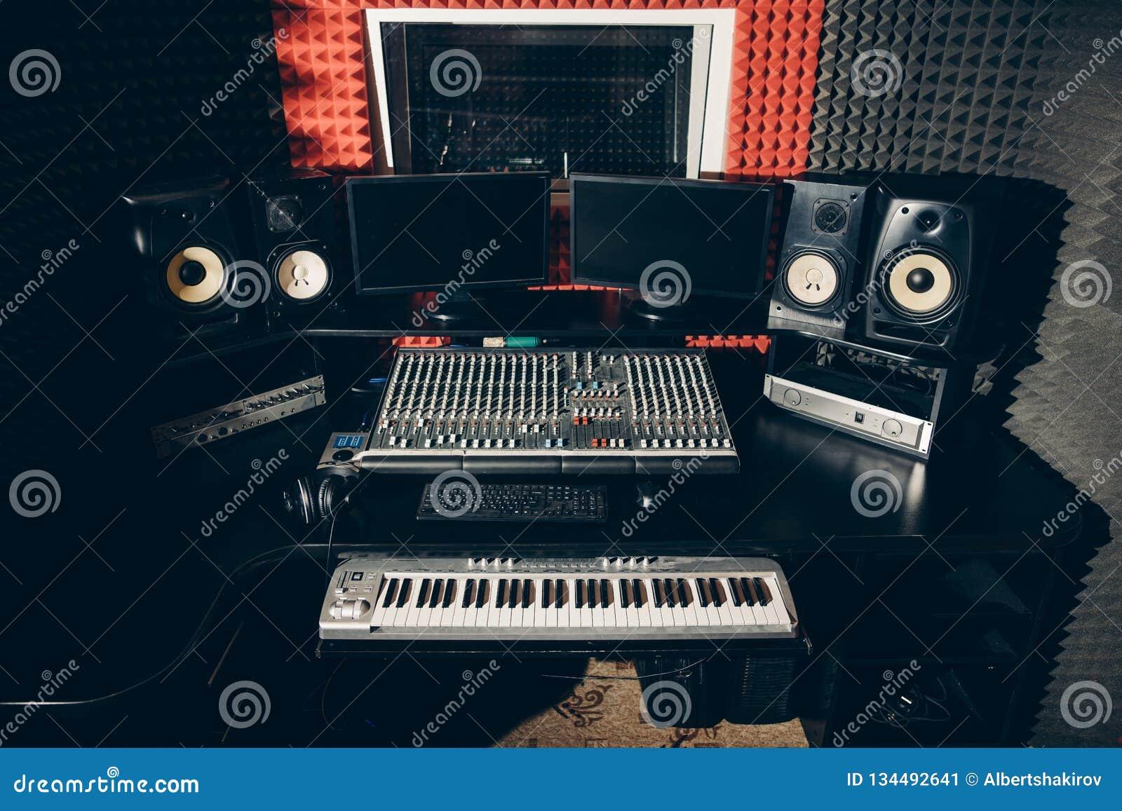 声音生产设备在音乐演播室