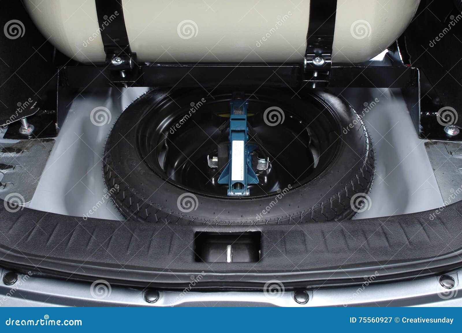 备用轮胎车厢