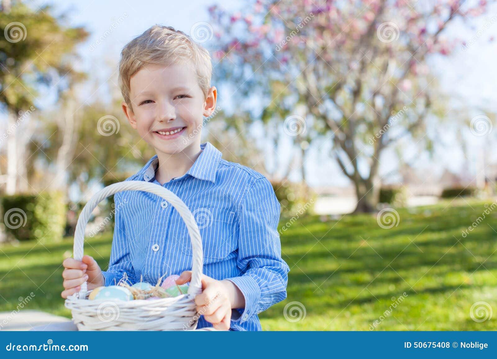 Download 复活节时间的男孩 库存照片. 图片 包括有 白种人, 系列, 五颜六色, 节假日, 逗人喜爱, 愉快, 水平 - 50675408
